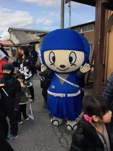 草津線沿線を行くSHINOBI-TRAINの旅 ゆるキャラ
